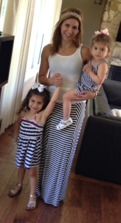 mom_toddlers_summer_stripes_style