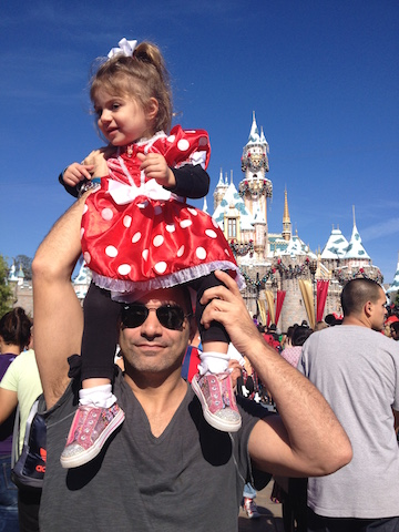 disneyland_dad_toddler_the_fab_mom_dot_com