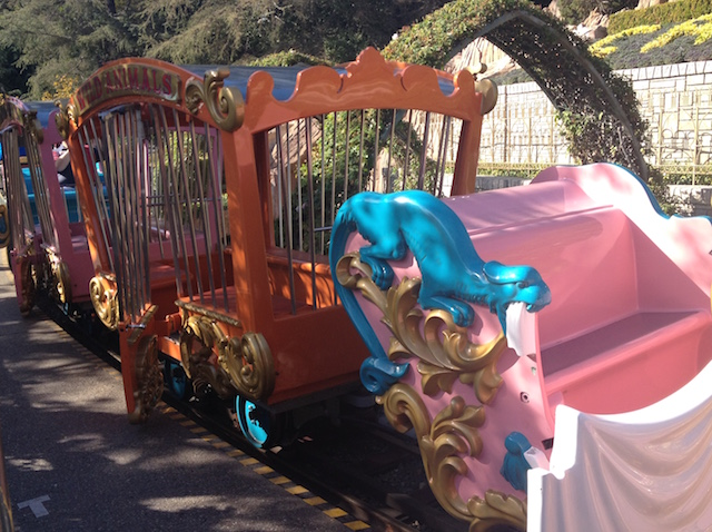 the_fab_mom_dot_com_disneyland_circus_train_ride