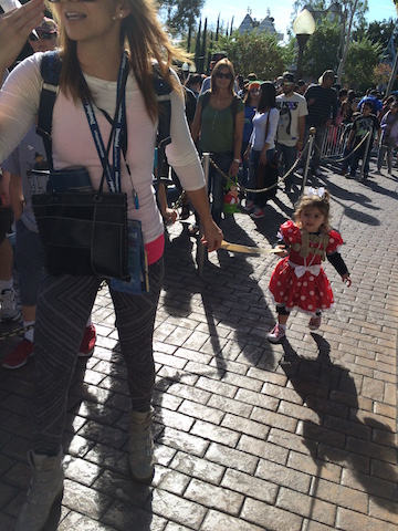 jill_simonian_toddler_disneyland_leash