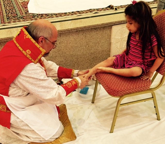 jill_simonian_the_fab_mom_dot_com_children_feet_washing_armenian_church_holy_week