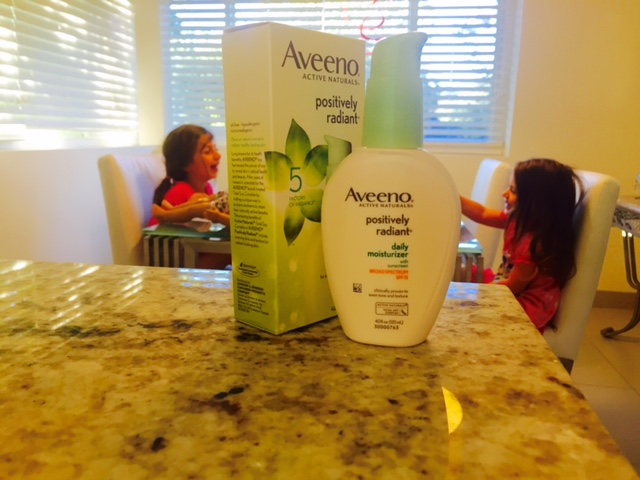 Aveeno-Positively-Radiant-Daily-Moisturizer-SPF-15-the-fab-mom-skincare-oil-free