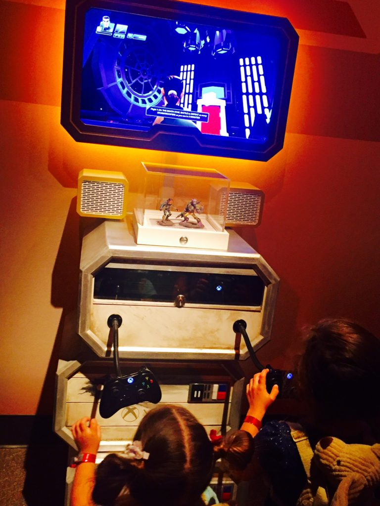 disneyland-launch-bay-video-games-tomorrowland
