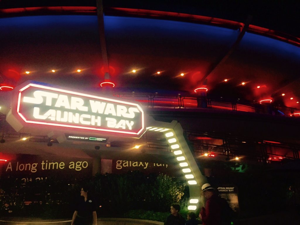 star-wars-launch-bay-disneyland-the-force-awakens-entrance