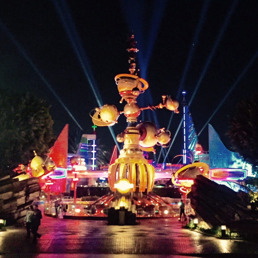 disneyland-tomorrowland-night-season-of-the-force