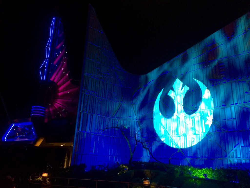 disneyland-tomorrowland-star-wars-the-force-awakens