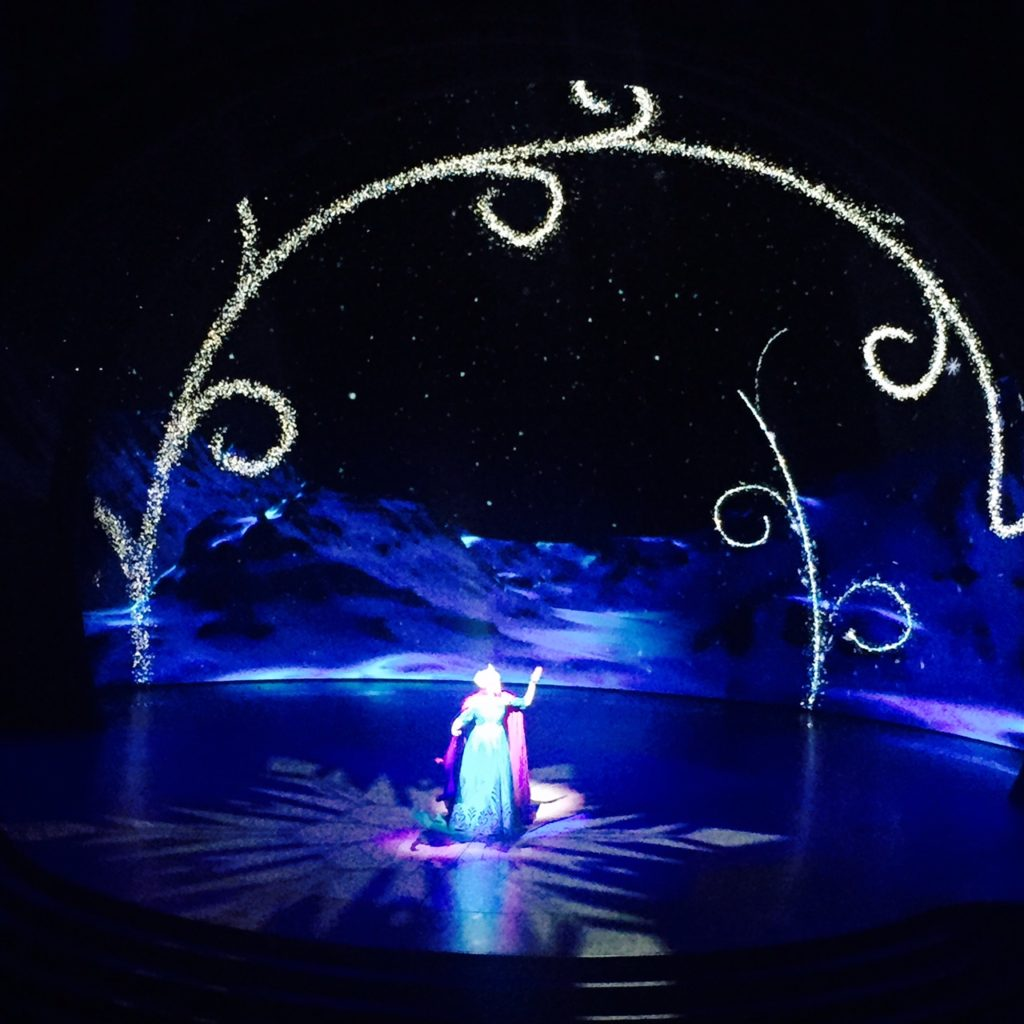 disneyland-disney-california-adventure-frozen-live-hyperion-show-elsa