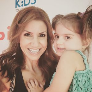 jill-simonian-fab-mom-cbs-los-angeles-daughter-celebrity-red-carpet-safety-event-2015