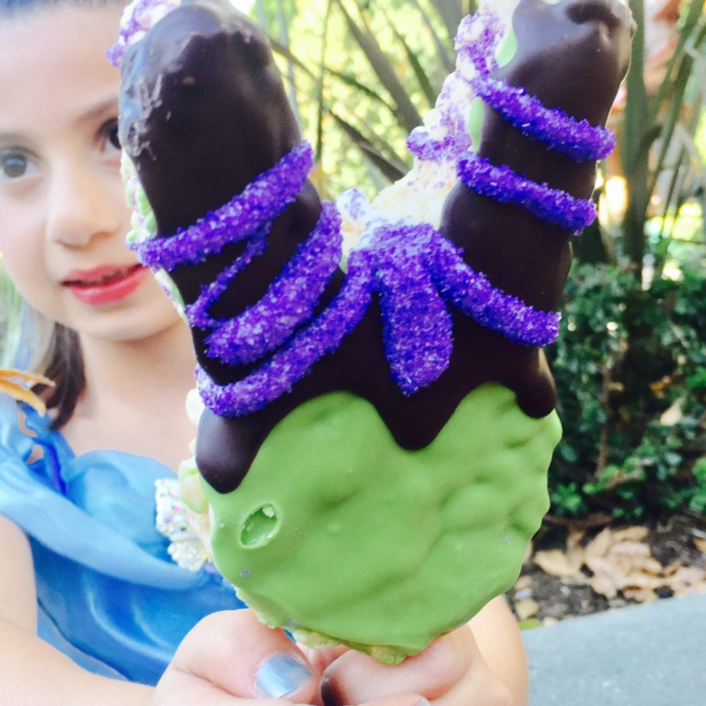 fab-mom-disneyland-halloween-2016-maleficent-treat