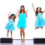 jill-simonian-fab-mom-blink-photo-scream-jump