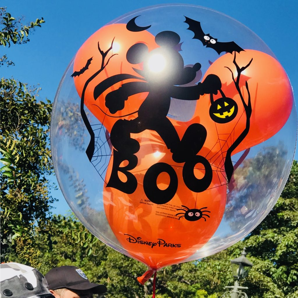 disneyland-halloween-balloon-main-street
